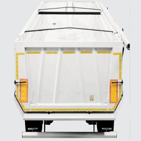 <p>Łańcuch lub belka spinająca ściany boczne,<br /> wzmacnia konstrukcję skrzyni podczas załadunku<br /> i transportu.</p>