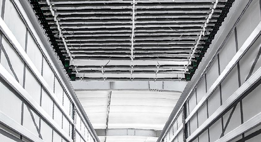 <p>Dach otwierany od przodu do tyłu lub od tyłu do przodu</p>