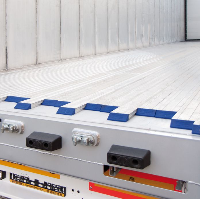 <p>System ruchomej podłogi Cargo Floor, o profilu standardowym 6mm lub opcjonalnie 8mm lub 10mm</p>