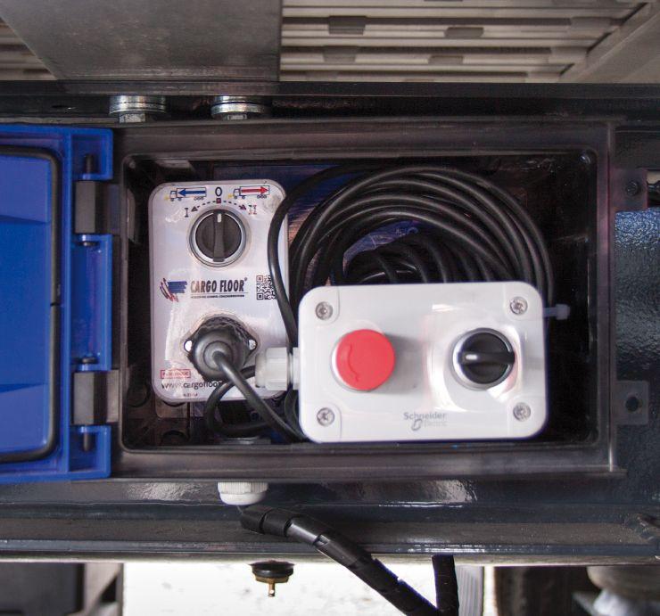 <p>Skrzynka sterująca mechanizmem ruchomej podłogi + pilot</p>