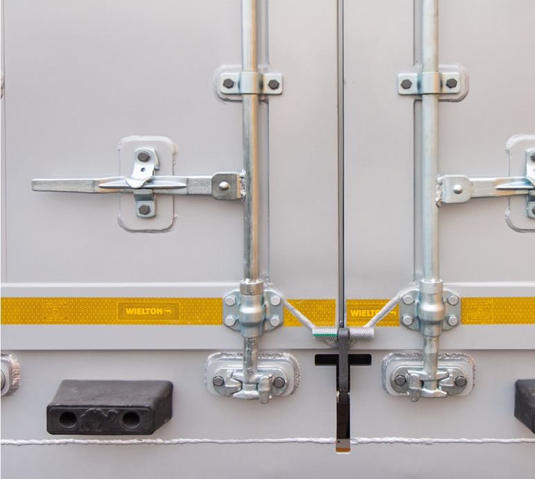 <p>Dodatkowe zabezpieczenie drzwi tylnych sterowane pneumatycznie.</p>
