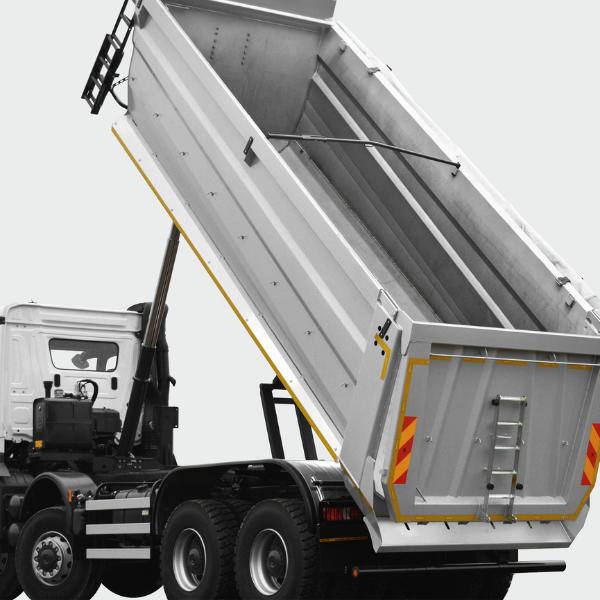 <p>Rozszerzająca się ku tyłowi skrzynia ładunkowa, ogranicza blokowanie się materiałów w skrzyni.</p>