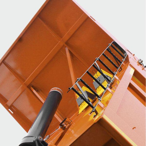 <p>System hydrauliczny z przednim siłownikiem nowej generacji zapewniający szybkie podnoszenie i opuszczanie skrzyni.</p>