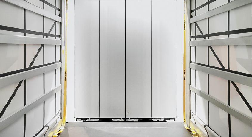 <p>Ściana przednia z łamanymi drzwiami</p>