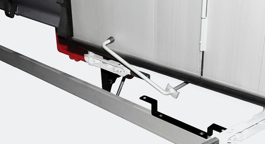 <p>Możliwość dodatkowego zabezpieczenia drzwi podczas załadunku/rozładunku</p>