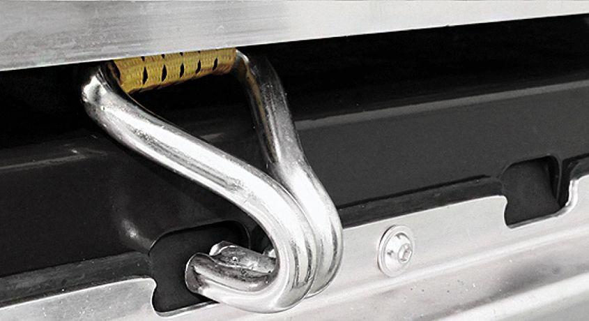 <p>System SAFETY LOCK umożliwia bardziej stabilne zamocowanie ładunku niż standardowe rozwiązania.</p>